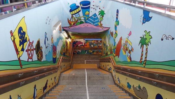 八景島駅のウォールデコ