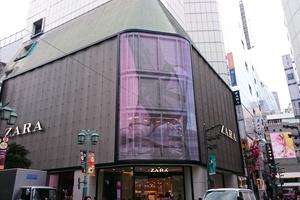 ZARA新宿店のLEDビジョンがシースルータイプに!!