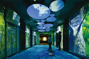 360度プロジェクションマッピングでオフィスエントランスを空間演出。