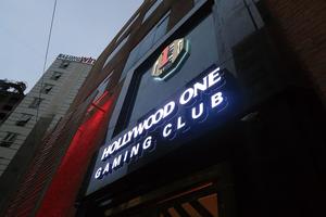 「ハリウッドワン ゲーミングクラブ ハロンベイ」の天井LEDビジョンとLEDチャンネル文字