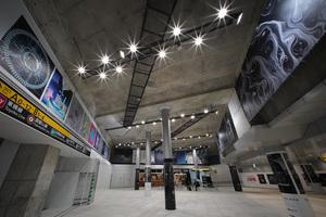渋谷駅東口地下広場でアーティスト20人によるギャラリーを開催